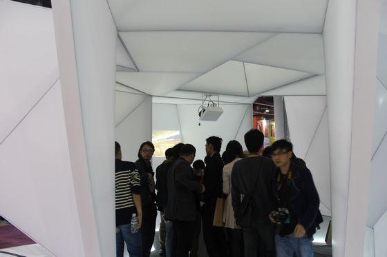 12月7日,第七届广州国际设计周在广州保利世贸博览馆隆重开幕。作为设计界一年一度的盛典,本次广州设计周是历届来规模最大的一届。展览面积达5万余平方米,设有绝对设计展、创新材料展、广东工业设计展、装饰艺术趋势展四大主题展馆;约有300多家国内外设计机构和品牌参展。知名设计师、艺术家、设计人员及各行业专业观众每天达到30000多人次。  作为陶瓷卫浴行业专业资讯媒体, 陶卫风采网尤其注重陶卫企业和制造业参加设计周的情况报道。以下就是本网记者在设计周展会上采集的精彩片段。 先来看看陶瓷企业的情况:  IC